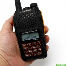 Baofeng UV-6R  5 Ватт рація                              з гарнітурою VHF (136—174 МГц) и UHF (400-520 МГц) | Pofung